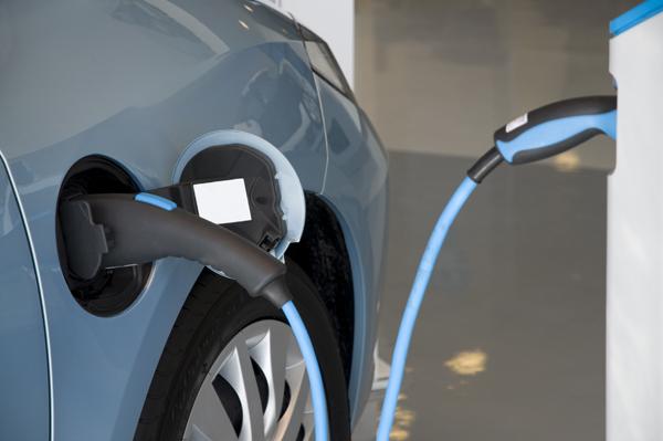 Alles Over Het Opladen Van Een Elektrische Auto Bovag Nl Thema S